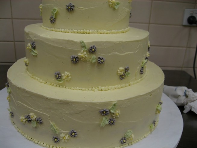 Annie-27s-wedding-cake-654x491.jpg